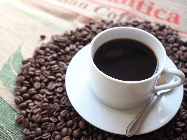 カフェインの飲み物のコーヒーの写真