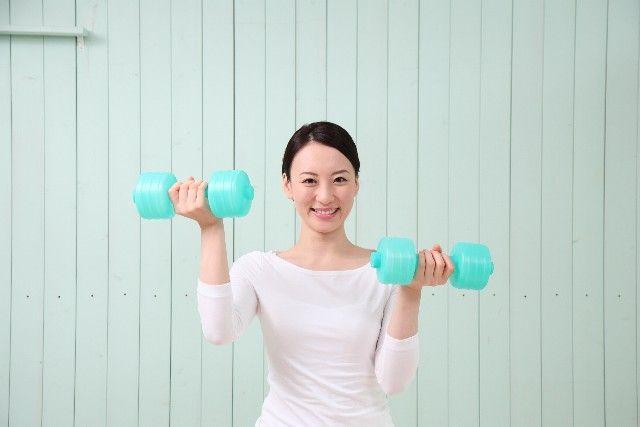 基礎体温を上げて基礎代謝アップ、筋肉量アップを行っている女性の写真