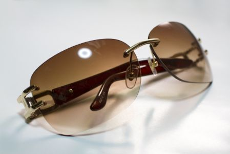 日焼け対策グッズのサングラスの写真