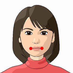 地倉(ちそう)のツボの位置を紹介している女性の顔の写真