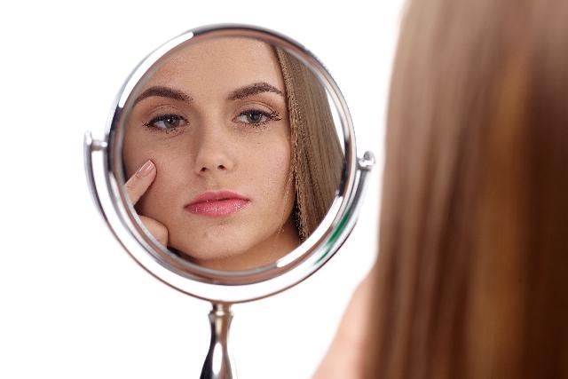 顔痩せで小顔になる方法を実践した女性の写真