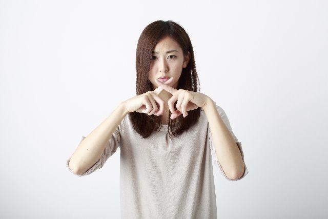 酵素洗顔を効果的に使う為のポイントや注意点を説明する女性の写真