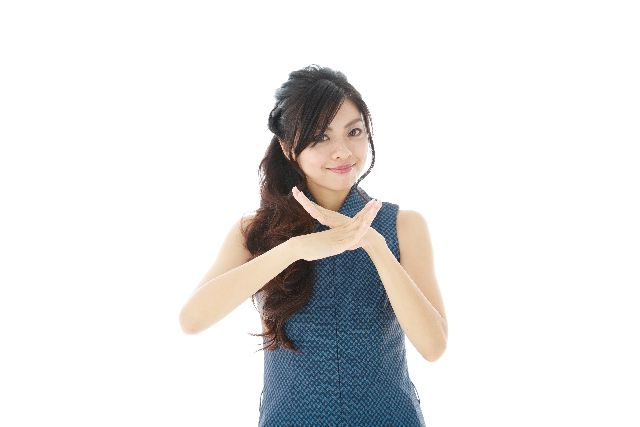 角栓培養のメリット、利点とは何か説明する女性の写真