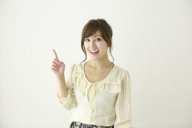 角栓除去、毛穴ケアの方法を紹介する女性の写真