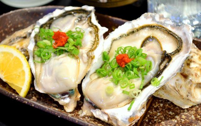 牡蠣の食べ合わせを考えた料理の写真