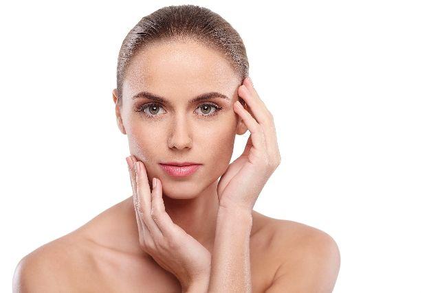 美容と健康を意識している女性のイメージ写真